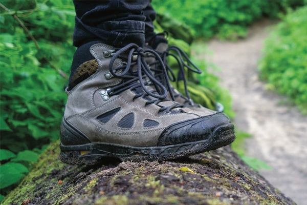 Top 12 The Best Waterproof Work Boots Under $100 For 2021