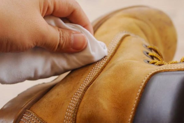How to clean leather boots faster