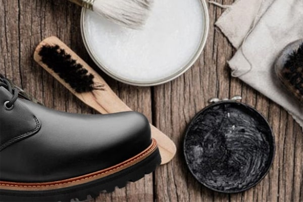 We can use lots of products to clean leather boots