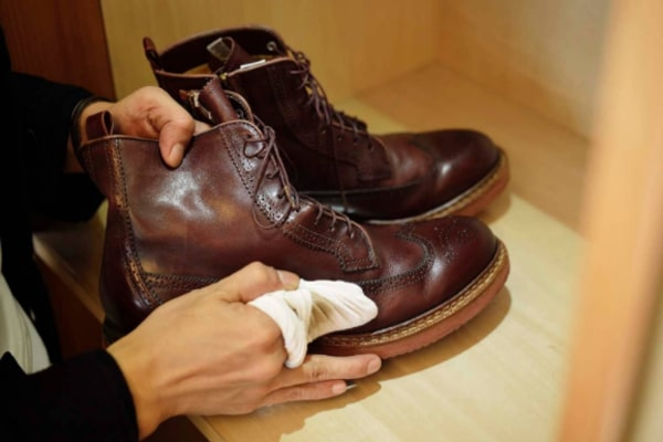 For mild mold leather shoes