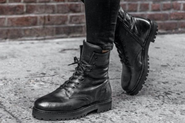 Combat Boots Vs Hiking Boots: Which One Outweighs The Other? 1