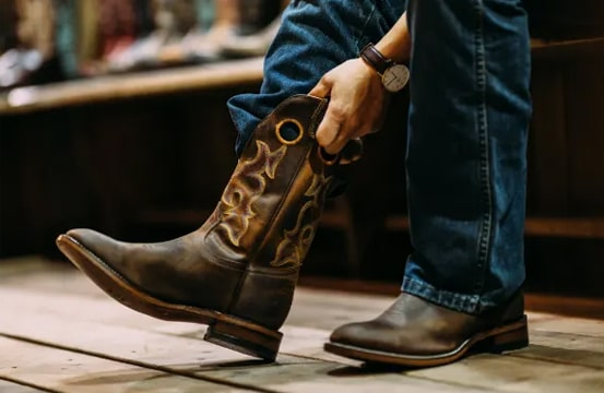 Justin boots vs Ariat boots: Which is better for you? 4